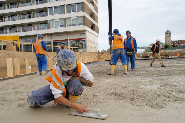 Afwerken beton dak - Reen van Beek.JPG