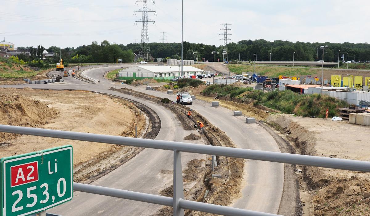 Wegenwerk voor de verknoping van de A2/A79 bij Kruisdonk. © Reen van Beek