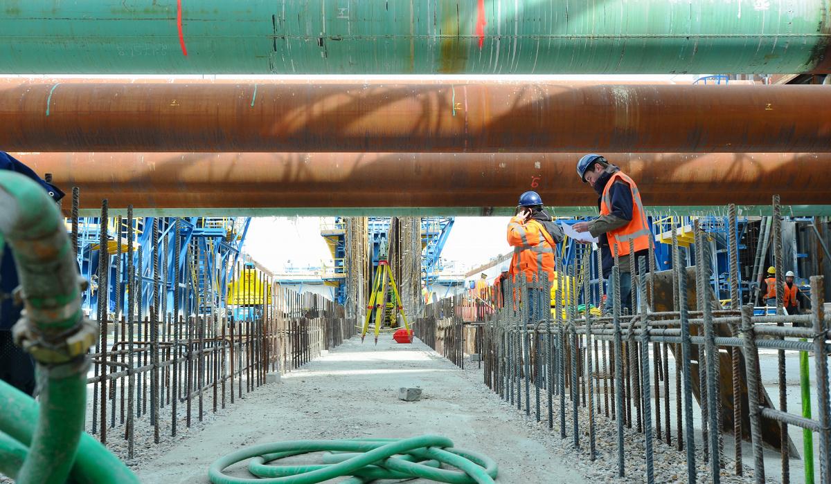 Aanbrengen van wandkisten en vlechtwerk in eerste tunnellaag. © Reen van Beek