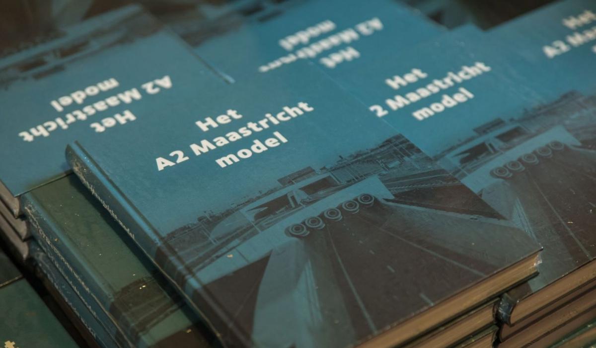 Het geschiedenisboek 'Het A2 Maastricht model' werd gepresenteerd. © Aron Nijs