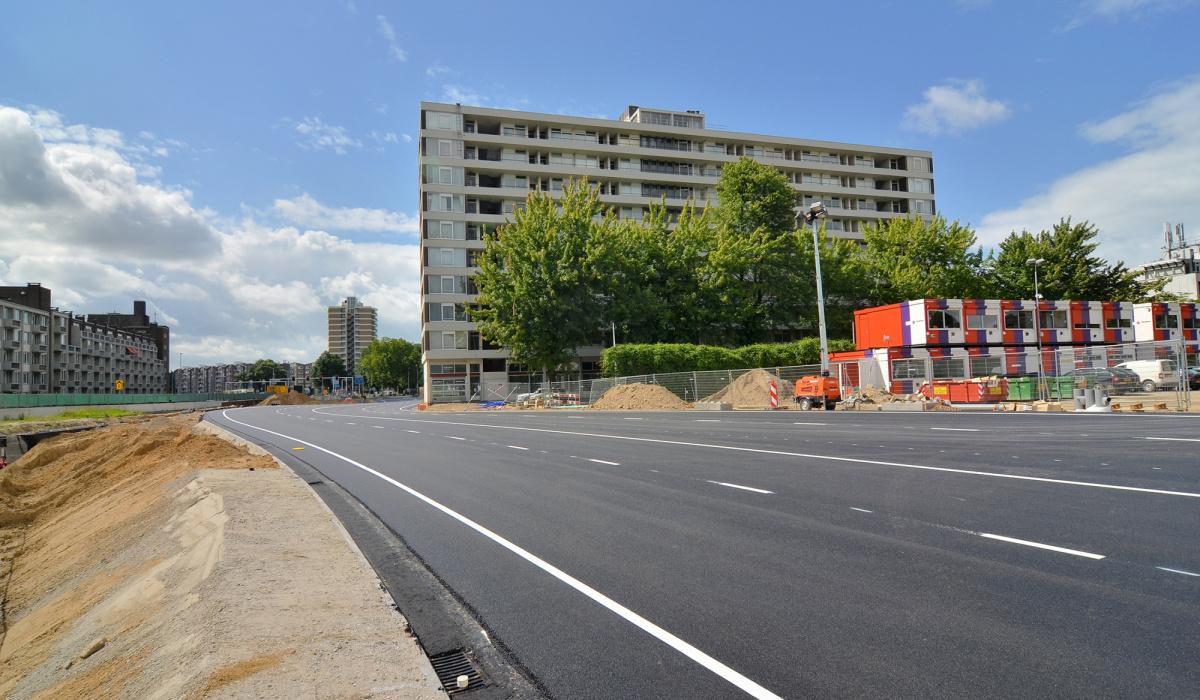 Dankzij wegverleggingen blijft de stad Maastricht bereikbaar tijdens de tunnelbouw. © Reen van Beek