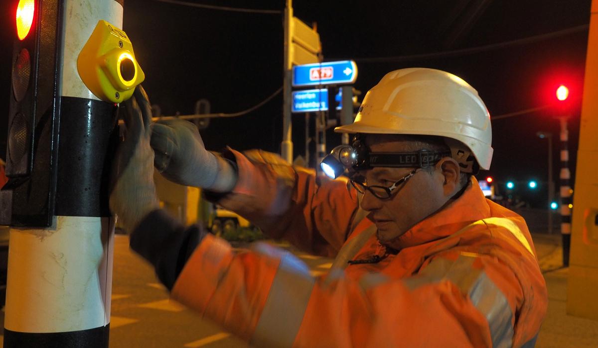 Nieuwe verkeersregelinstallaties bij Kruisdonk. © Reen van Beek