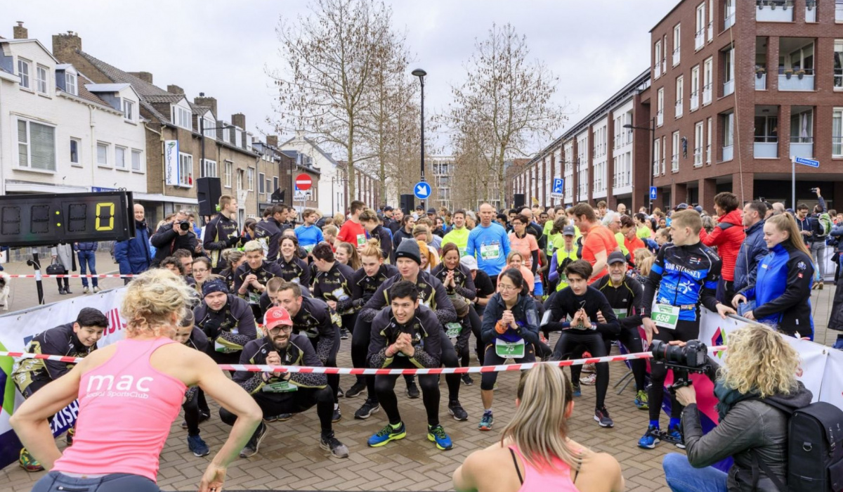 Waming-up voor de Groene Loper Run door mac SportsClub. © Fred Berghmans
