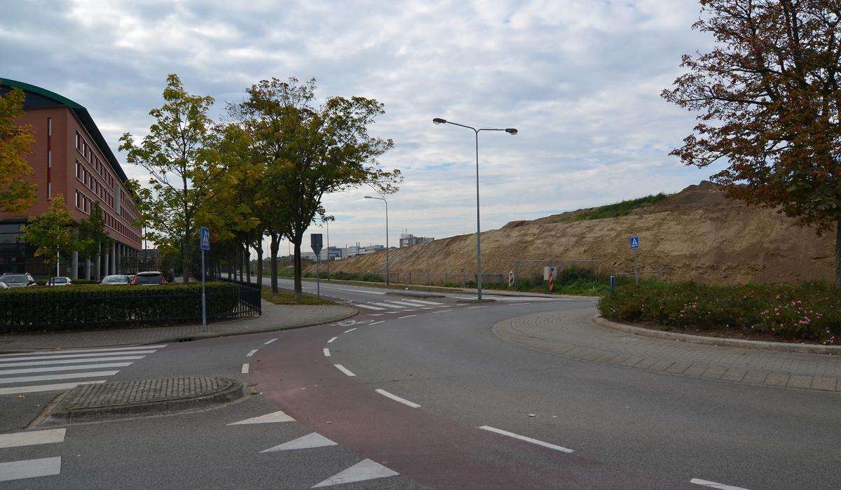 Bij de Philipasweg lag jarenlang een tijdelijk gronddepot dat geluidsoverlast van de A2 tegenhield. © Frans Senden
