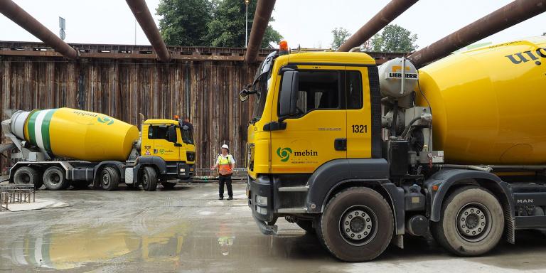 In de bouwkuip werden verkeersregelaars ingezet - foto Reen van Beek.jpg