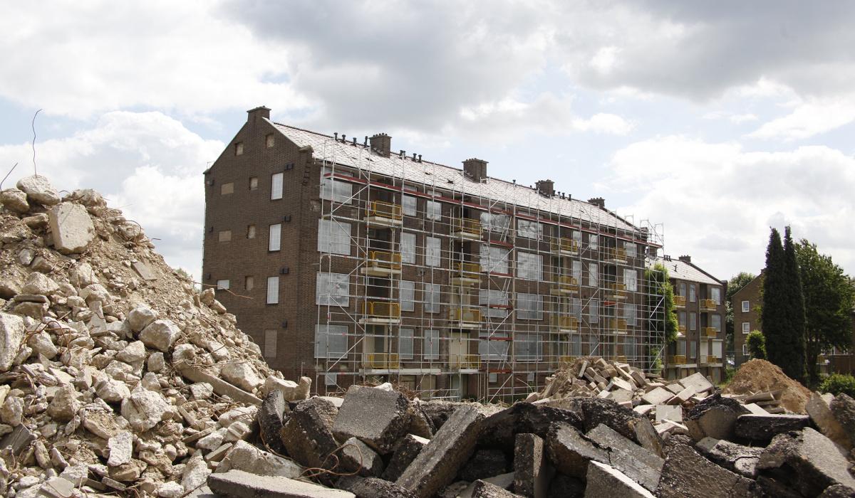 Sloopklaar maken van flats aan de Doctor Schaepmanstraat (2011). © Paul Rutten