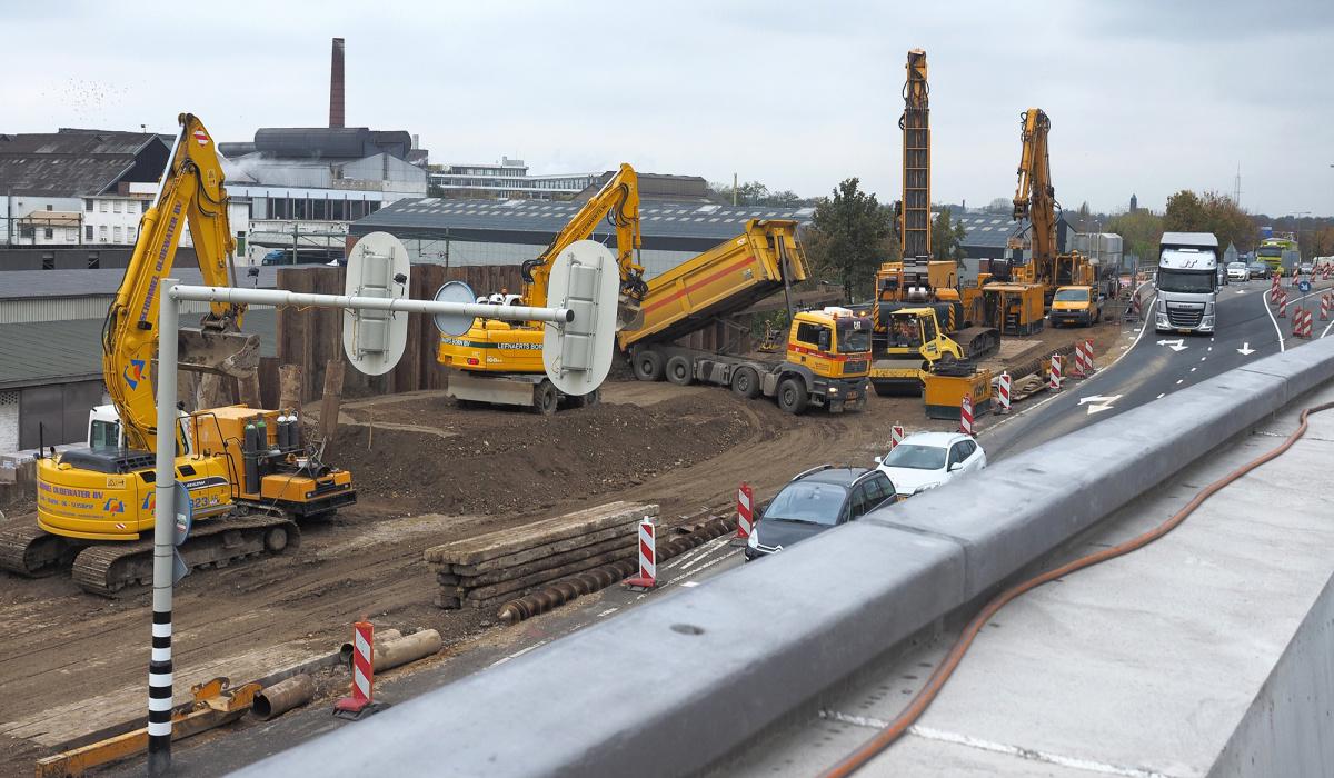 De werkruimte bij het kruispunt Viaductweg-Meerssenerweg was ontzettend krap. © Reen van Beek