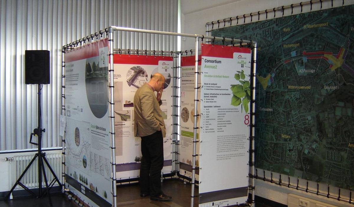 Infopanelen vertellen bezoekers meer over plan Groene Loper en de milieueffecten. © Archief Projectbureau A2 Maastricht