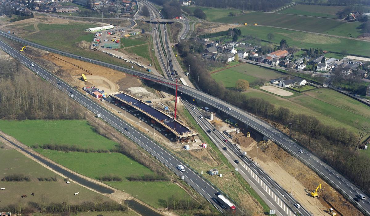 Tijdelijke bouwlocatie tussen de A2 en A79 bij Kruisdonk. © Peter Wijnands