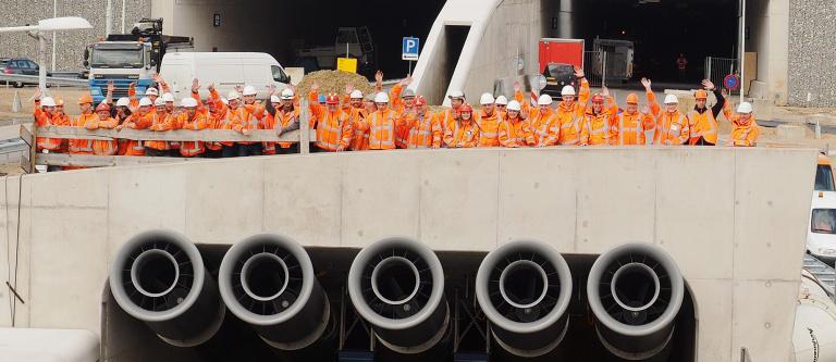 In 2015 werd team GWW uitgedund. Bij de tunnelmonden van Europaplein gingen ze nog één keer samen op de foto.