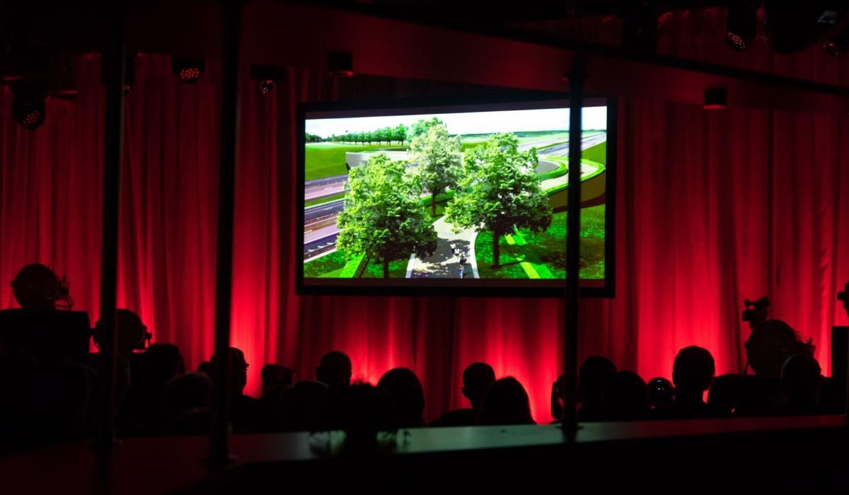 Vertoning van de afsluitende documentaire 'Met de zegen van Barbara. Hoe de A2-tunnel Maastricht weer laat ademen'. © Aron Nijs