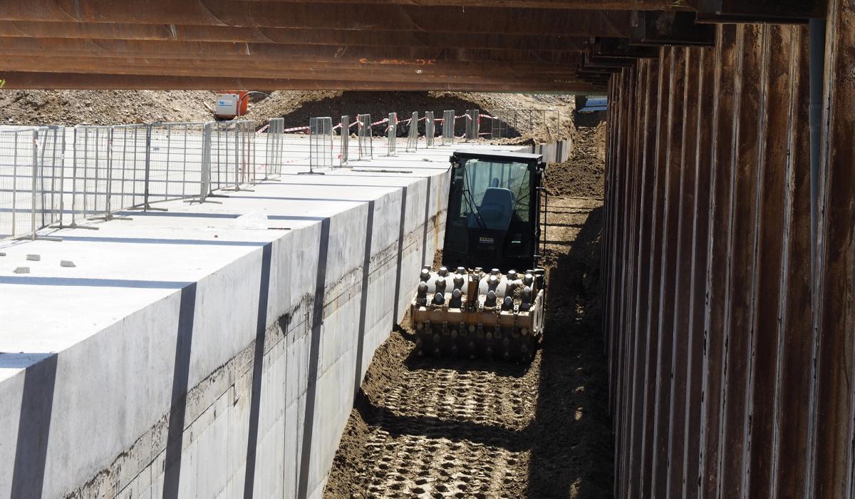 Een deel van de grond werd gebruikt om de ruimte tussen de tunnel- en bouwkuipwanden op te vullen. © Reen van Beek